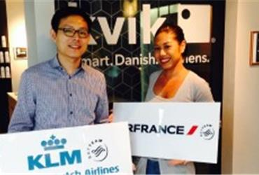 The BlueBiz birthday winner of July is Savija Korslund from Thailand. She won two tickets to an Air France KLM destination of her choice. On the photo: Mrs. Korslund and AIR FRANCE KLM Sales & Marketing Manager, Mr. Surawut Chotboonruang.
