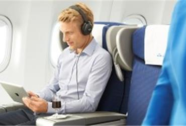 On long-haul flights, having a tablet, e-reader or smartphone at your disposal makes time fly. And if you travel for business, it is nice to get some work done. Due to a change in legislation, Air France and KLM are now allowing the permanent use of Portable Electronic Devices (PED) on its flights.